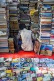 Försäljare av böcker i Mumbai, Indien Royaltyfri Bild