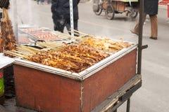 Försäljare av gatamat i Shenyang Kina Arkivbilder