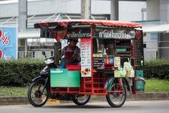 Försäljare av kaffe på en motorcykel Arkivbilder