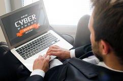 Försäljning för Cybermåndag befordran på bärbara datorn royaltyfria bilder