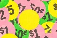Försäljning hemifrånklistermärkear med gulingmellanrumet i mitt Royaltyfri Foto