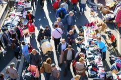 Försäljning hemifrånloppmarknad Frankrike arkivfoto