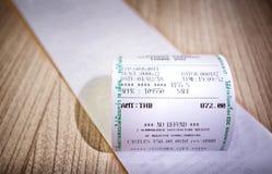 Försäljningar kvitterar med beloppet, och ` som INGEN ÅTERBÄRING` skrivev ut arkivbilder