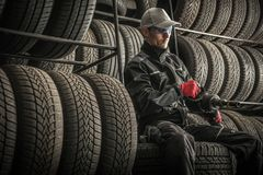 Försäljningar och reparation för bilgummihjul royaltyfria bilder
