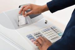 Försäljningar Person Operating Cash Register fotografering för bildbyråer