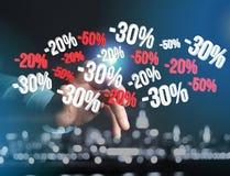 Försäljningsbefordran 20% 30% och 50% som flyger över en manöverenhet - Shopp Royaltyfri Fotografi