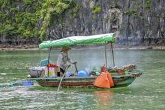 Försäljningskvinna i Vietnam Royaltyfri Fotografi