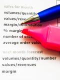 Försäljningsrapport med pennan Royaltyfri Fotografi