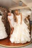 Försöka på en bröllopsklänning Royaltyfri Fotografi