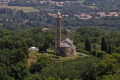 Församlingkyrka av San Nicolao, Paroissiale de San Nicolao, Costa Verde, Korsika, Frankrike Fotografering för Bildbyråer