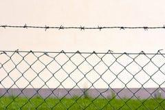 förse med en hulling stakettråd royaltyfri bild
