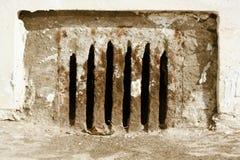 Förse med kloaker den rostade ingången royaltyfria bilder