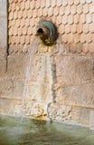 förse med kloaker vatten Arkivbild