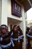 förse med polis tumulten royaltyfri foto