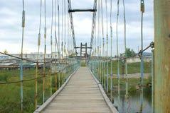 försedd med gångjärn bro Arkivbilder