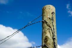 Försett med en hulling staket. Arkivfoton
