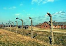 Försett med en hulling - trådkoncentrationsläger Auschwitz Birkenau royaltyfria bilder
