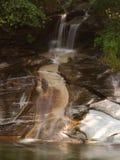 försiktig vattenfall Arkivbilder