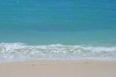 försiktiga hawaii för strand waves Royaltyfri Fotografi