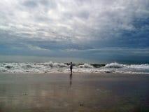 Försiktiga varma havvågor arkivbild