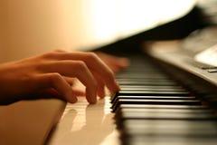 försiktigt musikpiano royaltyfri bild