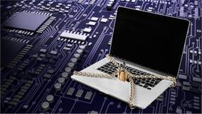 Försilvra bärbara datorn med det stora låset och strömkretsen på tabellen Arkivbild