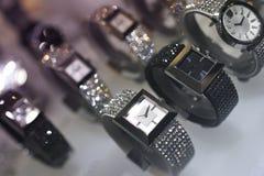 Försilvra och guld- klockor Royaltyfri Foto