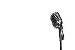 Försilvra tappningmikrofonen i studion på vit bakgrund Arkivfoto