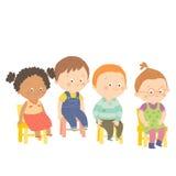 Förskole- barn som sitter på stolar och att le Royaltyfria Foton