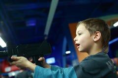 Förskolebarn som spelar en skytt Royaltyfri Bild
