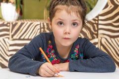 Förskolebarnbarnteckning royaltyfri bild
