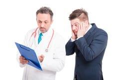 Förskräckt advokat och hans doktor arkivbilder