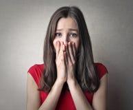 förskräckt kvinna arkivfoton