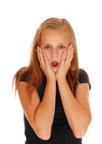 Förskräckt seende ung flicka Royaltyfri Fotografi