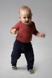 Förskräckt skrika för ilsken pojke Arkivfoto