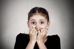 Förskräckt stressad liten flicka royaltyfria foton