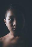 Förskräckt ung asiatisk pojke Arkivfoton