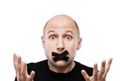 Förskräckt vuxen stängd mun för man tejp Arkivfoton