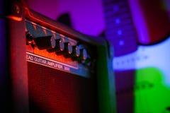 Förstärkare och gitarr Royaltyfri Bild