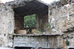 Förstörd byggnad Arkivfoto