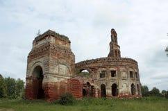förstörd byggnad Arkivbild