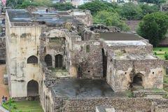 Förstörd byggnad i den Golkonda forten, Hyderabad Royaltyfri Foto