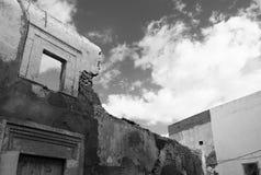 Förstörd byggnad och fönster Royaltyfri Fotografi