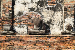 Förstörd forntida buddha staty på ayutthaya, Thailand Royaltyfri Fotografi