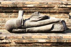 Förstörd forntida buddha staty på ayutthaya, Thailand Royaltyfri Bild