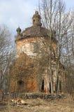 Förstörd kyrka av milt Zapolie Leningrad region fotografering för bildbyråer