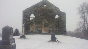 Förstörd kyrkogård för kyrka Fotografering för Bildbyråer