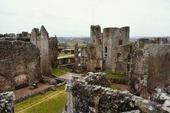 Förstörd medeltida slott, Raglanslott, Wales Royaltyfria Bilder