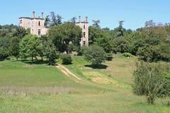 Förstörd slott - Frankrike Royaltyfria Bilder
