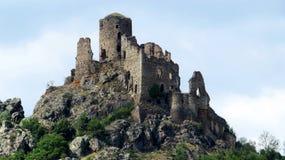 Förstörd slott nära Issiore Frankrike Royaltyfria Bilder